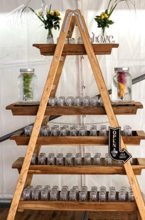 Veranstaltung-hochzeit-outdoor-zelt-galabestuhlung-speisen-deko-13