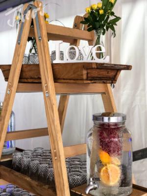 Veranstaltung-hochzeit-outdoor-zelt-galabestuhlung-speisen-deko-16