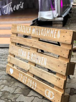 Veranstaltung-hochzeit-outdoor-zelt-galabestuhlung-speisen-deko-18